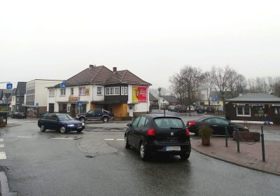 Plakatwerbung im Blickfeld der Bahnhofstraße in Biedenkopf